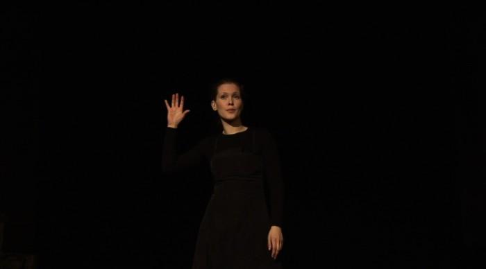 ©Damir Očko, The Moon shall never take my Voice, 2010, vidéo (couleur, sonore), 19min16. Avec l'aimable permission de l'artiste et de la galerie Tiziana Di Caro Gallery, Naples. Crédits : Galerie Dazibao