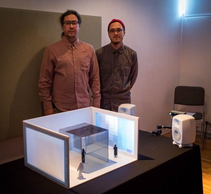 Sebastien Aubin et Geronimo Inutiq, Prototype Vue de l'installation présentée à OBORO, 10 novembre 2016 Présents sur la photo, de gauche à droite : Sebastien Aubin et Geronimo Inutiq © Denis McCready